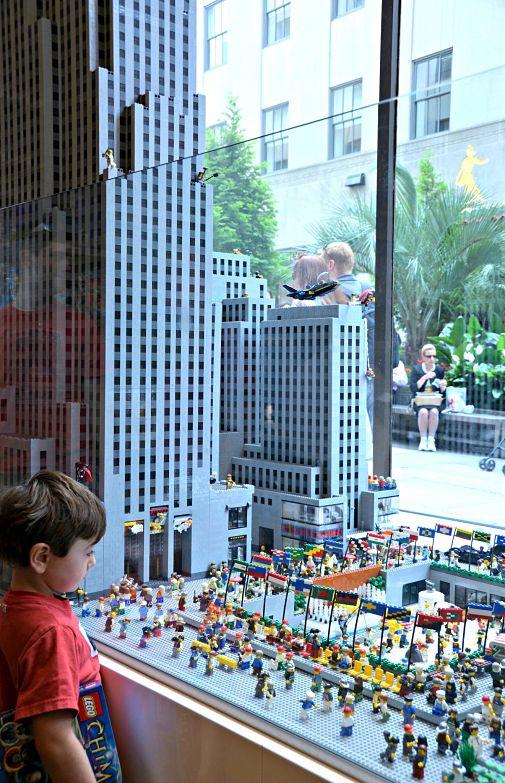 NYC Lego Store     www.cindywimer.com