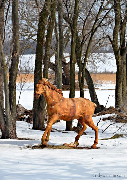 Rusty horse statue at Lucketts